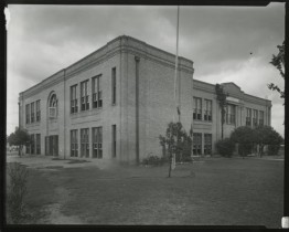 The old Metz Elementary School building before demolition. [Metz Elementary School], Photograph, n.d.; digital image, (http://texashistory.unt.edu/ark:/67531/metapth125274/ : accessed January 23, 2014), University of North Texas Libraries, The Portal to Texas History, http://texashistory.unt.edu; crediting Austin History Center, Austin Public Library, Austin, Texas.